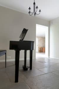 piano-vleugel-op-chateau-carreaux-bourgondische-dallen-calais-tegelvloer-vloertegels
