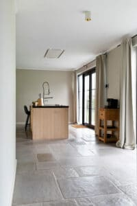 keukeneiland-op-chateau-carreaux-bourgondische-dallen-calais-keuken-vloertegels-tegelvloer