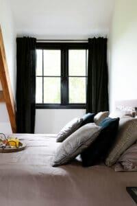 slaapkamer-raam-op-chateau-carreaux-bourgondische-dallen-calais