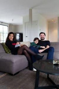 zithoek-gezellig-gezin-op-chateau-carreaux-bourgondische-dallen-calais-tegelvloer-vloertegels