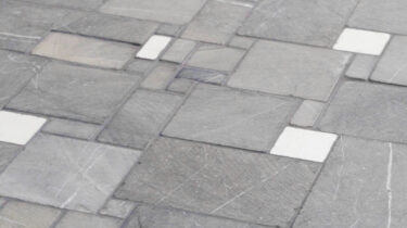Marmer-Mozaiek_Random-Big-Grey-Cream_30x30cm_1920x1080_HD